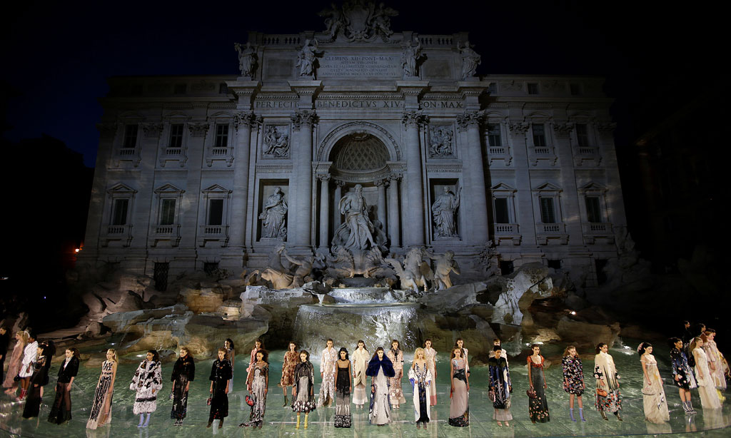 Fendi and Trevi Fountain_romaluxury