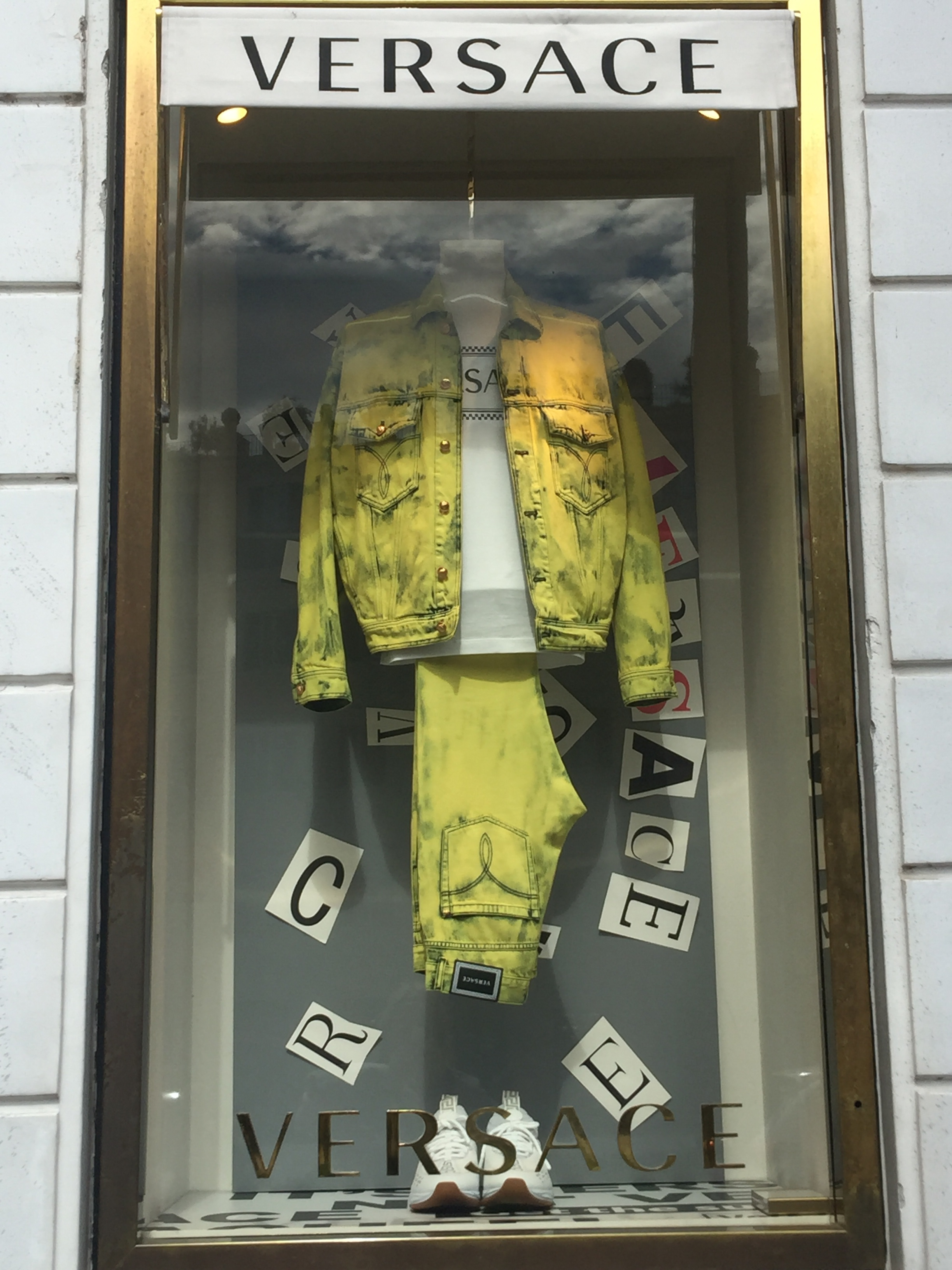 Versace jeans trend-May 2019- Roma Luxury- Shopping in Rome